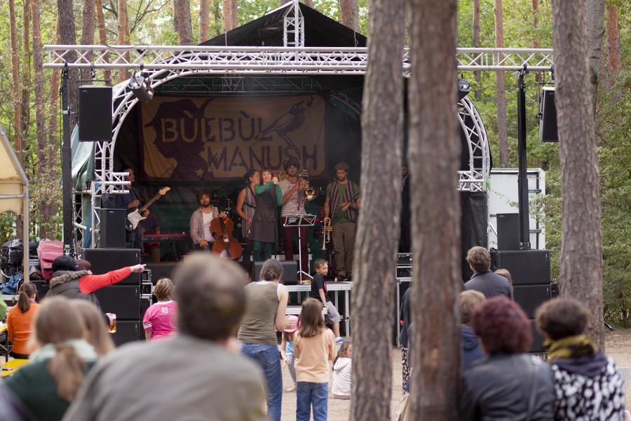 Konzertbühne mit Publikum
