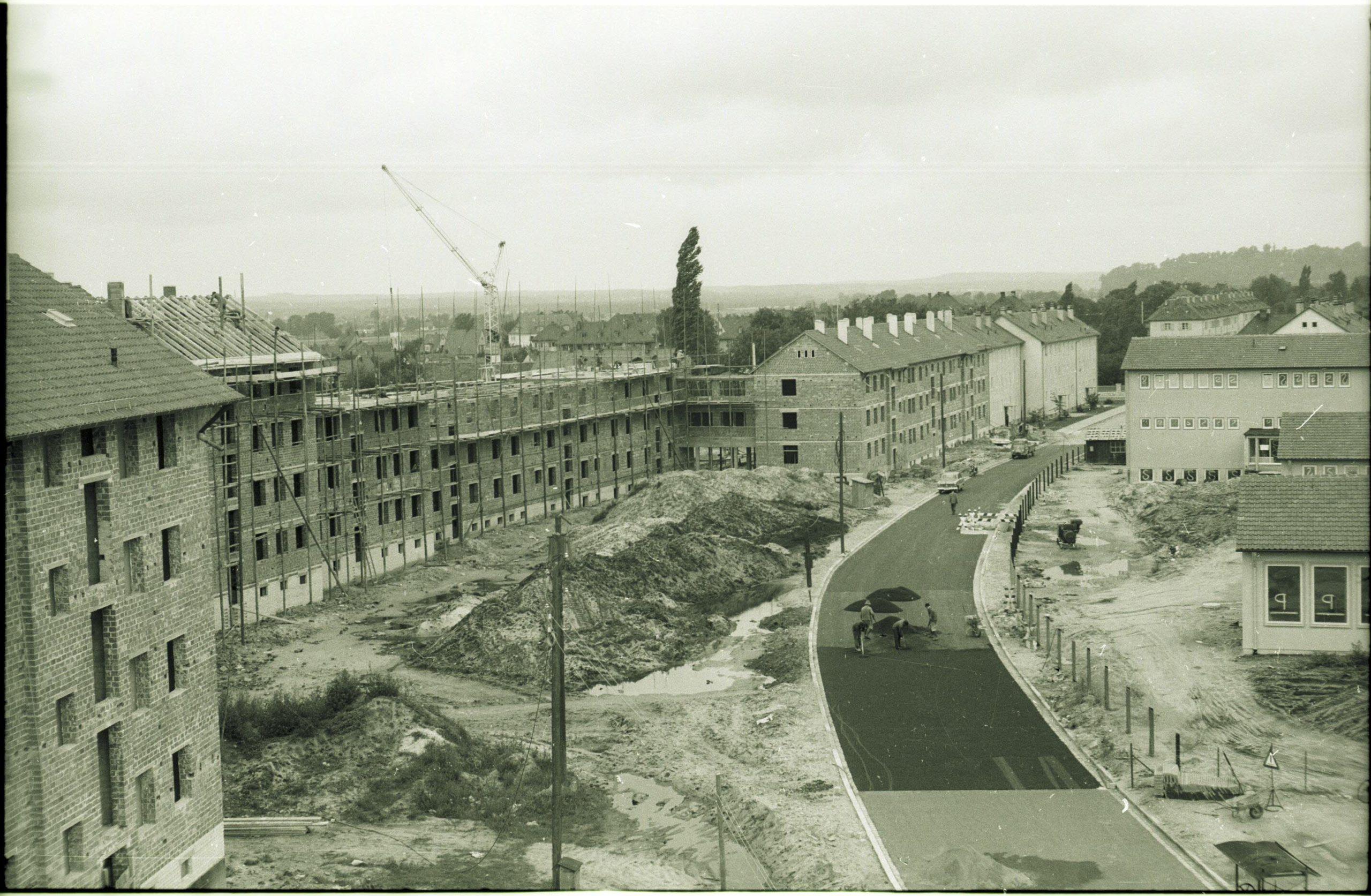 Blick auf die neue Pestalozzistraße kurz vor der Vollendung 1954