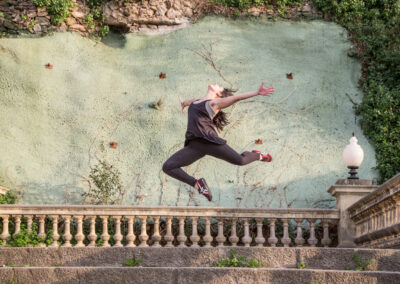 Mädchen auf Treppe - Bild von Ulrike Wiese